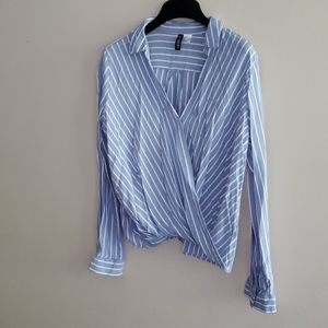 H&M striped front scoop long sleeve shirt